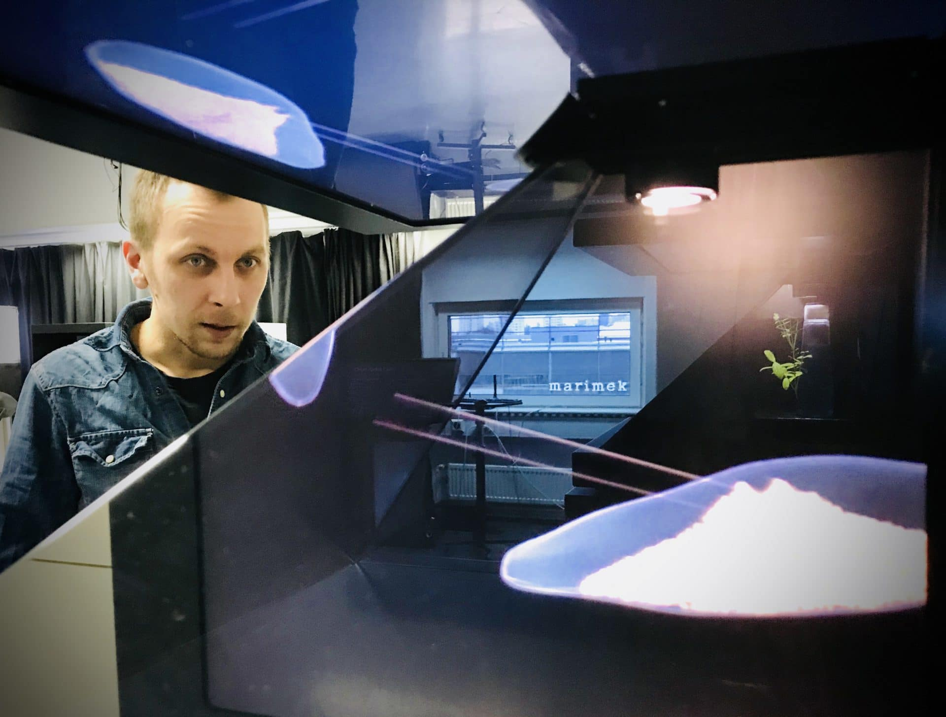 Mixing realities in 3D holographic displays